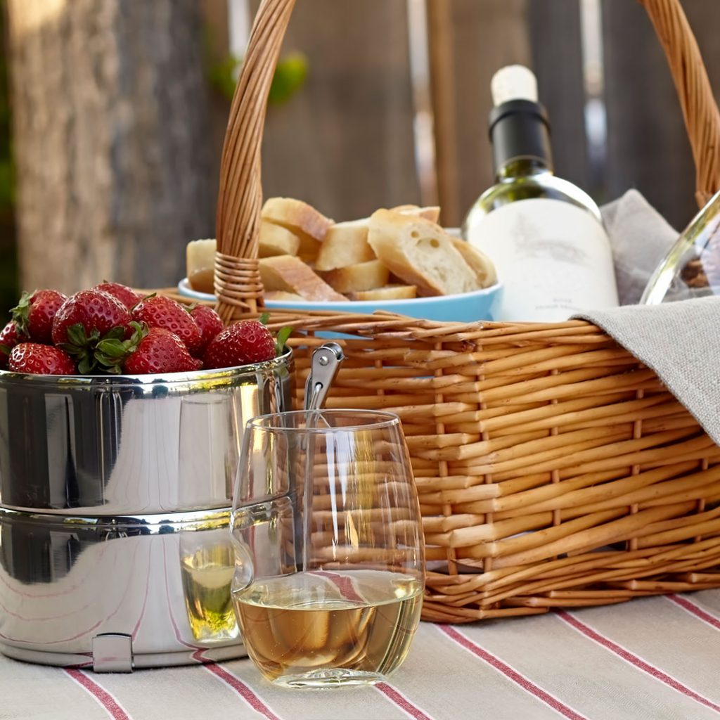 picnic garden party outside glass wine use accessories best